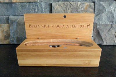Wijn / bieropener in houten kistje